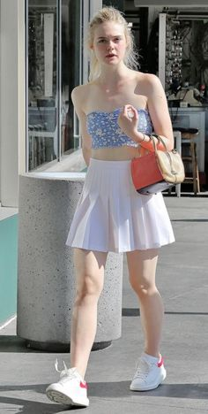 Styles pictures of Elle fanning Ellie Fanning, Fanning Sisters, Dakota And Elle Fanning, School Girl Outfit, Girl Outfits, Cute Outfits, Elle Fanning Height, Actrices Sexy, Female Stars