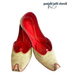 Speacial Edition! This Elegant and ClassyPunjabi jutti which is Hand Embroidered in Silver Pure Tilla work on Genuine Leather, giving a Natural Shine to it's Glamor. It is Perfect for Casual and Formal Occasions Pair all you need. #Punjabijuttistore #Punjabijutti #mojari #womenpunjabijutti #jutti #menpunjabijutti #khussa #bridetobe #indianbride #wedding #wedeliver #worldwide