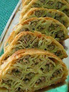 Domaći recepti : Rolat sa mesom - (Croatian) - Roll with Meat -  Necessary ingredients:  •12 bark  •500 gr.mljevenog meat  •2 leeks waist •4 eggs  •200 ml.ulja  •vegeta, •pepper
