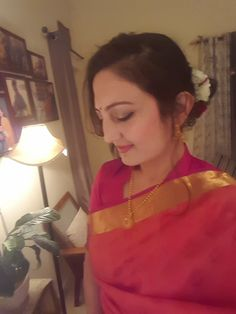 Indian sari and gajra #indianweddings