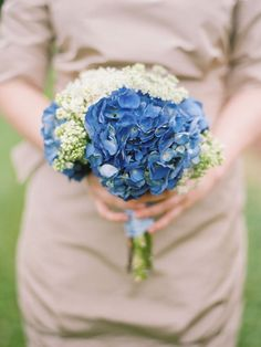 I want blue flowers... Black and white wedding and blue flowers!!