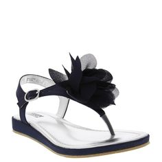 Flowers are in bloom this season and nothing could be better than incoporating them into everyday outfits for your RUUM girl. Our sandals have silky flowers front and center.