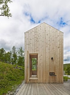 Reiulf Ramstad Designs a House for all Seasons / weekend house near Hol, Norway, with local pine