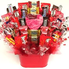 Trending Christmas Gifts For Teens Valentines Day Baskets, Diy Valentines Day Gifts For Him, Diy Gifts For Him, Gifts For Teens, Valentines Diy, Happy Valentines Day, Gift Bouquet, Candy Bouquet, Valentine's Day Gift Baskets