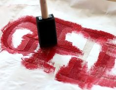 How to monogram initials onto totes using freezer paper Diy Arts And Crafts, Cute Crafts, Crafts To Make, Diy Crafts, Monogram Fonts, Monogram Initials, Monograms, Monogram Painting, Crafty Craft