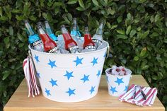 A #DIY Patriotic Ice Bucket is the perfect place to chill your red, white and blue beverages. #July4th #4thofJuly Yankee Doodle Dandy, Drink Bucket, Independance Day, Raffle Baskets, Holiday Time, Holiday Ideas, Blue Party, Diy Projects To Try, Memorial Day