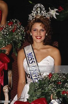 Miss Norway Mona Grudt poses with crown and flower bouquet after she was crowned at the televised 1990 Miss Universe Pageant held at the Century City. Pageant Pictures, Miss Universe National Costume, Pageant Headshots, Hawaiian Tropic, Couture Looks, Beauty Contest, Miss World, Beautiful Inside And Out, Beauty Pageant