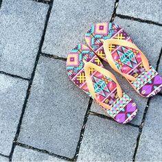 @kikis.blog hat sich diese #Alohaflips mit dem Aztekenmuster aus unserem Styletool designt. ➡➡www.alohaflip.de #Geschenkidee #Flipflopsselbstgestalten #selbstgestalten