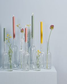 Colorful candles and flowers in a glass flowers kaarsen colorrijke home accessories - Decorating Ideas Colorful candles and flowers in a glass flowers kaarsen colorrijke home accessories homedecor decor About Bunte Kerzen und Blumen im nbsp hellip Wedding Decorations, Table Decorations, Wedding Centerpieces, Birthday Decorations, Deco Floral, Sissy Boy, Diy Décoration, Glass Flowers, Diy Wedding