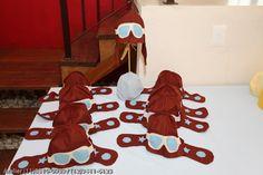Feita em feltro nas cores  desejada, óculos costurado na máquina e detalhes de estrelas nas abas laterais . R$25,00