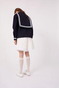 Maison Margiela Resort 2019 Fashion Show Collection: See the complete Maison Margiela Resort 2019 collection. Look 5 Japan Fashion, Fashion Week, Boho Fashion, Womens Fashion, Fashion Design, Fashion Show Collection, Vogue Paris, Diane Arbus, Korean Fashion