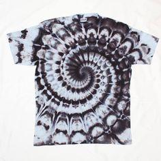 Tie Dye Monochrome T-Shirt Size XL Psychedelic Spiral Swirl Shirt Sacred Geometry Black And White Shirt by OtdelMaljaraTieDye on Etsy Tye And Dye, How To Tie Dye, Tye Dye, Acid Wash Shirt, Diy Tie Dye Shirts, Tie Dye Techniques, Shibori Techniques, Tie Dye Crafts, Spiral Tie Dye