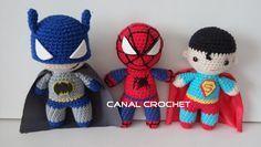 Super Héroes Amigurumi - Batman, Spiderman y Superman - Patrón Gratis en Español y con Videotutorial aquí: http://amigurumilacion.blogspot.com.es/2015/08/super-heroes-amigurumi-patron-libre.html