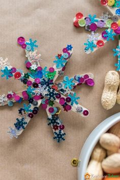 Adventsdeko: Weihnachtssterne basteln mit Kindern – Mini & Stil DIY: Glitter stars tinker with children. A nice advent and Christmas decoration. Kids Crafts, Diy And Crafts, Mason Jar Crafts, Mason Jar Diy, Christmas Crafts, Christmas Decorations, Christmas Stars, Christmas Glitter, Christmas Ornaments