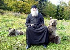 Georgian monk among the world's interesting looking people