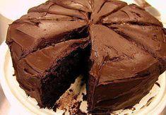 Gregs American Chocolate Cake For Europeans Best Chocolate Cake, Delicious Chocolate, Chocolate Desserts, Fun Desserts, Gift Box Cakes, American Chocolate, Cake Recipes, Dessert Recipes, Tomate Mozzarella