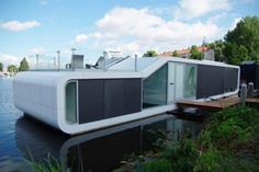 Watervilla-De-Omval-of-Amstel-River-Floating-House-Modern-Houseboat-from-Amsterdam-800x499