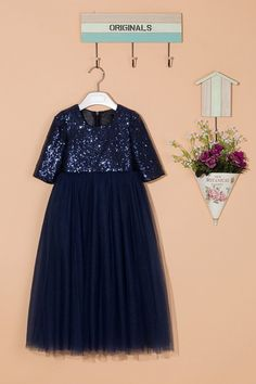 This floor-length flower girl dress is made of glittering sequins and five layers of soft tulle. With sparking sequins on the bodice, the navy blue dress looks glamorous and graceful. The dress is fully lined with satin. The princess style is suitable for girls aging from 1 to 14 years old. This pretty, elegant and super adorable handmade flower girl dress is perfect for wedding, and any special occasions or simply a dressing up item for your little princess! Warm Notice: As sequins are…