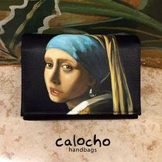La Joven de la Perla de Vermeer es de las más hermosas de la época Barroco. Conoce más diseños de esta corriente en mis 'Petit Clutch'.