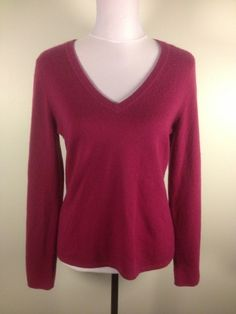 @BLOOMINGDALES Fuchsia Pink 100% Cashmere V-Neck Sweater Sz M Designer Knit Top $27.99 #dodiesdoodads #bloomingdales #cashmere #budgetfashion