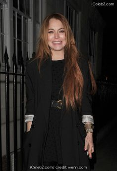 Lindsay Lohan  enjoys dinner at C London in Mayfair with a male companion http://www.icelebz.com/events/lindsay_lohan_enjoys_dinner_at_c_london_in_mayfair_with_a_male_companion/photo1.html