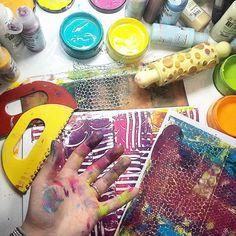 --- That's pure FUN ♡♡♡ --- ** Czysta ZABAWA ♡♡♡ ** #gelliplatefun #gelliprinting #gelliplate #gelliprint #mixedmedia #painting #paints #acrylicpaints #acrylicpainting #monoprint #visualdiary #visualart #OnMyDesk #art #artfun #videotutorial #arttutorial #gelliart