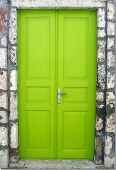 Bright green door.