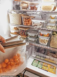 She uses glass container and silicone bags to keep her food fresher for longer - and only does a grocery shop once a fortnight organization pantry Organised mother-of-three reveals the trick she swears by Refrigerator Organization, Kitchen Organization Pantry, Home Organisation, Organization Hacks, Organized Fridge, Freezer Organization, Organised Kitchen Diy, How To Organize Fridge, Organization Ideas For The Home