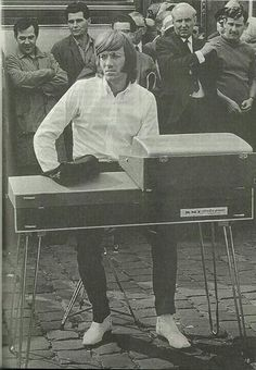 The Doors lacked a bassist, so Manzarek usually played the bass parts on a Fender Rhodes piano. Classic Rock And Roll, Rock N Roll, Sound Of Music, Music Is Life, Live Music, The Doors Jim Morrison, The Doors Of Perception, Riders On The Storm, Psychedelic Rock