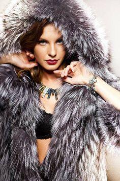 Mir Kozi - Hooded fox fur coat