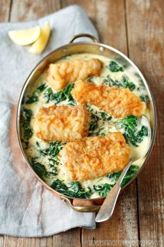 Cod in bleu cheese& spinach sauce Kitchen Recipes, Cooking Recipes, Healthy Recipes, Fish Recipes, My Favorite Food, Family Meals, Good Food, Food Porn, Easy Meals