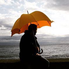 秋の雨とディチェザレのアンブレラ。 The Grande men's pumpkin umbrella for the autumn rainfall. . . . . . . . . #傘 #umbrella #dicesaredesigns #デザイン #design #pumpkin #pumpkinbrella #pumpkinumbrella #parasol #johnさんの傘 #mensfashion #japan #japanfashion #ディチェザレ #ディチェザレデザイン #カボチャ #pumpkinumbrella #dicesare #pumpkinit #pumpkinparasol #autumnfashion #雨傘 #紳士