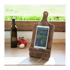 Holder til tablet eller mobiltelefon fra PAPA Timber. Wooden holder præsenterer sig pænt i køkkenet. Det er også ideel til madlavning som en tredje hånd til at holde iPad.  #papatimber #danskdesign #håndlavet #håndværk #kvalitet #møbler #træ #scandinavian #indretning #kunst #nordicfurniture #danishcrafts #møbelsnedker #decoration #interiør #interiørmagasinet #interiørdesign #gebrug #boligliv #boligiteriør #cph #kbh #boligindretning #recycle #retro #tilsalg #sælges #salg #stue #køkken by…