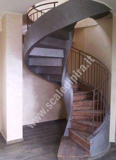 Scala elicoidale ad alzata chiusa in calcestruzzo rivestita con pietra naturale e rifinita con decorativo di colore grigio gioia e colore