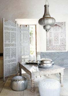 Simple Moroccan decor, minus the colour. Even when the interior is stripped of its bold colours and pagentry, it still manages to make a visual impact. The true essence of moroccan design can never be muted.love the screen! Morrocan Decor, Moroccan Bedroom, Moroccan Interiors, Modern Moroccan Decor, Moroccan Furniture, Moroccan Inspired Bedroom, Moroccan Lanterns, Bedroom Furniture, Furniture Sets