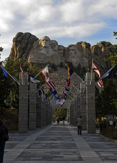 Late afternoon at Mount Rushmore National Memorial in South Dakota, USA (by nyusc).