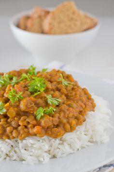 Estas lentejas al curry os van a encantar, es una receta sencilla pero con mucho sabor. Es mi receta preferida de lentejas y la como casi todas las semanas. Si os gusta la comida india, tenéis que probarlas, y si no también, ¡porque están riquísimas! A nosotros nos gusta acompañar las lentejas con arroz, además...Seguir leyendo →