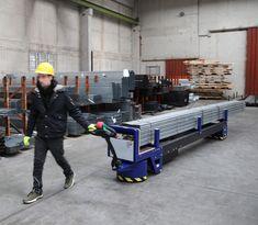 M8 Zallys, Elektrická Ručne Vedená Platforma Pre Prepravu Oceľových Týči A Potrubie. Dvě verzie: max. 4m; max. 6m. Plošina M8 môže byť použitá pre menej náročné aplikácie vyžadujúce ťahanie nákladov alebo na prepravu oceľových tyčí a potrubia. Rýchlost' - 4km/h; Nosnost' platformy 3 000 kg (4 000kg na požiadanie); Max. Sklon 15%. Vyrobené v Taliansku. Crane Car