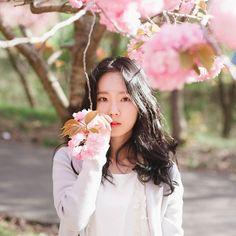 Spring . MD @yeeun0 #jinbark_yeeun . #포트레이트 #인물 #개인프로필 #개인화보 #프로필 #모델  #감성사진 #사진 #감성 #셀스타 #화보 #데일리 #서산 #여자 #일상 #photography #ig_photooftheday #girl #ink361 #ig_captures #reco_ig #mobilemag #daily #portrait #korea #vscocam #model #portfolio