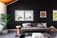Color Ideas and Inspiration: A Comprehensive Guide Black Rooms, Grey Paint Colors, Boho Room, Scandinavian Living, Art Deco Furniture, Living Room Flooring, Eclectic Style, Decor Styles, Design Styles