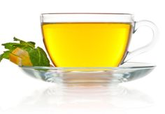 Foods That Can Help You Sleep - Green Tea Green tea contains theanine, an amino acid that helps to reduce stress and promote relaxation. Just make sure that the green tea you enjoy at night is decaffeinated, because the caffeine in regular green tea might keep you awake.