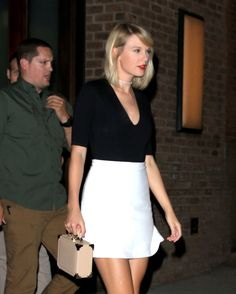 And Taylor Swift is walking around New York again!