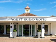 Hinckley Jurys Inn Hinckley Island United Kingdom, Europe Set in a prime location of Hinckley, Jurys Inn Hinckley Island puts everything the city has to offer just outside your doorstep. Offering a variety of facilities and services, the hotel provides all you need for a good night's sleep. Fax machine, grocery deliveries, photocopying, taxi service, 24-hour front desk are there for guest's enjoyment. Some of the well-appointed guestrooms feature internet access – wireless (co...