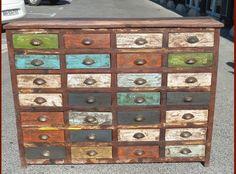 Résultats de recherche d'images pour « vieux meuble a tiroir »
