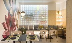 Nonna Design Projects designed Kamon, a Japanese-Mediterranean fusion restaurant in Valencia, Spain, featuring a Japan meets Nordic interior. Country Interior Design, Nordic Interior, Minimalist Interior, Interior Design Inspiration, Cozy Bar, Public Space Design, Interior Minimalista, Nordic Design, Design Design