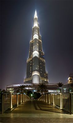 """The Heart Of Dubai"" A 6 frame vertical panorama of the Burj Khalifa, currently worlds tallest tower. Amazing Buildings, Modern Buildings, Amazing Architecture, Modern Architecture, Dubai City, Dubai Hotel, Dubai Uae, Dubai Skyscraper, Sharjah"