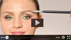 Seguramente los videos para maquillaje de ojos sean la mejor forma de aprender a maquillarse en casa, después de las clases con profesionales por supuesto.