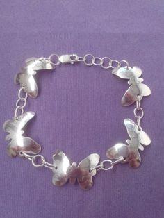 Pulsera de plata con mariposas