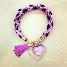 purple and black Types Of Knots, Purple And Black, Friendship Bracelets, Tassel Necklace, Jewerly, Jewelry Making, Beads, Crystals, Beading Ideas