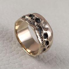 "Polubienia: 464, komentarze: 2 – Greg Skullptor Wojdak (@customrings.pl) na Instagramie: ""#hiroshima #skull #ring chosen for a #weddingring . I just made it in #14k #yellow #gold and it…"""